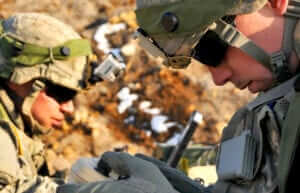 2 US soldiers in the field